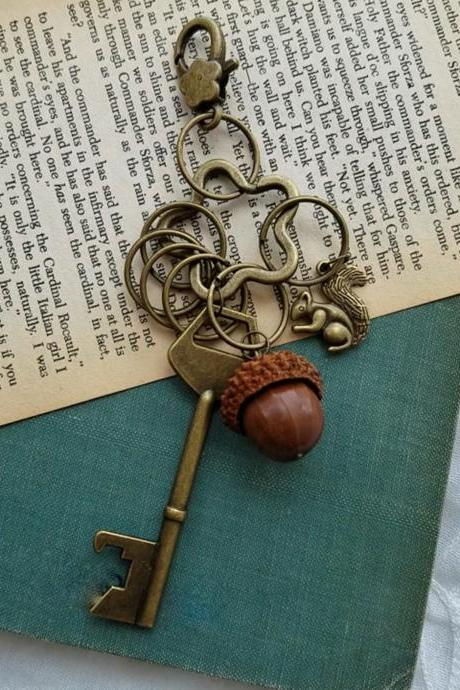 Metal Key Chain, Vintage Key Shape Key Ring with Acorns, Bronze Key Chain