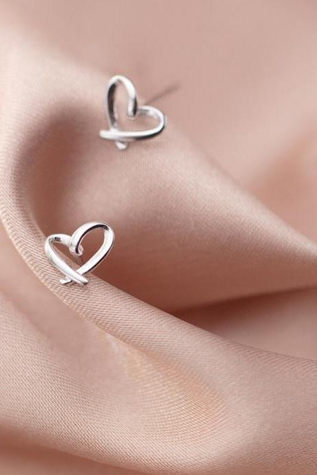 S925 Sterling Silver Hollow Heart Ear Stud, Heart earrings, Heart Ear Post, Heart Ear Stud, Glossy Heart Ear Stud